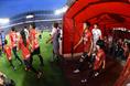 【鹿島2-0福岡】ピッチへと向かう両チームの選手たち。写真:徳原隆元