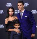 ジョージナ・ロドリゲス(クリスチアーノ・ロナウドの恋人)。サッカー界屈指の色男であるC・ロナウドが2016年9月から交際するスペイン美女。ロンドンで英語を学び、スペインに戻って以降はモデルをしながら『グッチ』のショップ店員をしているというファッショニスタだ。ただ、サッカーにはあまりが興味がないとも。(C)Alberto LINGRIA