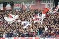 【神戸3-0川崎】2ndステージの優勝に向けて力の入る神戸サポーター。写真:佐藤 明(サッカーダイジェスト写真部)
