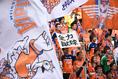 【新潟 1-2 浦和】J1残留を信じる新潟サポーター。熱い声援でチームを後押ししたが……。写真:徳原隆元