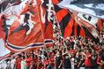 【磐田 0-1浦和】浦和の優勝を見届けようとエコパに集結した浦和サポーター。写真:徳原隆元