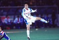 1998年、横浜フリューゲルスに入団。第1ステージ15節の鹿島戦で早くも初ゴールを記録。(C)SOCCER DIGEST