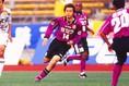 1999年、横浜フリューゲルスの消滅に伴い、京都へ加入。三浦知良、パク・チソン、松井大輔らとチームメイトに。(C)SOCCER DIGEST