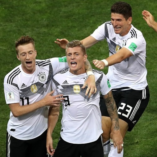 「ああ神よ!」生き残ったドイツに母国紙が狂喜乱舞