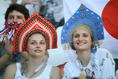 民族衣装をまとい観戦するポーランドサポーター。写真:JMPA代表撮影(滝川敏之)