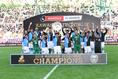 【PHOTO】優勝を喜ぶ川崎の選手たち|写真:サッカーダイジェスト