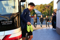 【日本代表PHOTO】練習場に入る堂安。写真:山崎 賢人(サッカーダイジェスト写真部)