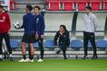 【日本代表PHOTO】藤田俊哉氏も練習を見ていた。写真:山崎 賢人(サッカーダイジェスト写真部)