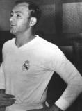 1957、59年受賞|アルフレッド・ディ・ステファノ(アルゼンチン・スペイン/FW)|主な所属クラブ:レアル・マドリー|R・マドリーの黄金期をエースとして支えたアタッカー。愛称は「金髪の矢」。現役引退後の2000年から亡くなる2014年までR・マドリーの名誉会長を務めた。 (C) Getty Images