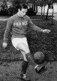 1958年受賞|レイモン・コパ(フランス/MF)|主な所属クラブ:スタッド・ドゥ・ランス、レアル・マドリー|戦術眼に優れたフランスサッカー界のスター選手で、愛称は「ナポレオン」。1960年にはフランス年間最優秀選手賞を受賞。1967年に現役を引退した。 (C) Getty Images