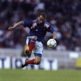1991年受賞|ジャン=ピエール・パパン(フランス/FW)|主な所属クラブ:マルセイユ、ミラン、バイエルン|フランスサッカー史上最も優れたストライカーのひとりで、「高性能爆撃機」の異名を持つ。ボールを受けると迷うことなくシュートを放ち、マルセイユでは5年連続で得点王を獲得。 (C) Getty Images