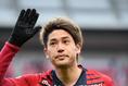 【内田篤人PHOTO】試合後、サポーターの声援に応える。写真:金子拓弥(サッカーダイジェスト写真部)