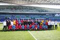 【NEXT GENERATION MATCH】U-18選抜 1-1 高校選抜|試合前に両チームで記念撮影。写真:山崎賢人(サッカーダイジェスト写真部)