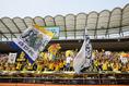 【鹿島 1-0 仙台】チャントを響かせる仙台のサポーター。写真:滝川敏之