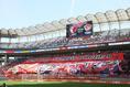 【鹿島 1-0 仙台 PHOTO】ビッグフラッグで選手を迎える鹿島サポーター。写真:滝川敏之
