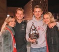 KNVBカップを持って記念撮影。左からミッキーさん、デヨング、デリフト、アンキーさん(写真はインスタグラムより)。