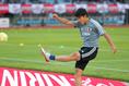 【久保建英 PHOTO】サインボールを観客席に蹴りこむ。写真:山崎 賢人(サッカーダイジェスト写真部)