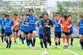 【湘南ベルマーレ PHOTO】気温31度、湿度は70%前後の中でトレーニングが行われた|写真:金子拓弥(サッカーダイジェスト写真部)