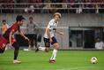 【FC東京 PHOTO】切れ味鋭いドリブルでチャンスを作った永井(11番)。写真:徳原隆元