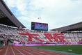 【C大阪3-1G大阪】「大阪」のコレオグラフィーを作るC大阪サポーター。写真:山崎 賢人(サッカーダイジェスト写真部)