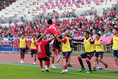 【C大阪笑顔PHOTO】水沼(7番)のゴールに笑顔で出迎えるC大阪のの選手たち。写真:山崎 賢人(サッカーダイジェスト写真部)