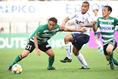 【松本 0-0 FC東京 PHOTO】FC東京の自慢の攻撃力も激しいマークで対応した松本守備陣の前に沈黙。最後まで得点を挙げることはできなかった。写真:徳原隆元