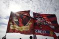 【鹿島 1-1 札幌】晴れた秋空に鹿島の真紅のフラッグがなびく|写真:徳原隆元