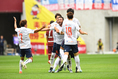 【神戸 1-3 FC東京 PHOTO】10分にはA・シルバ(中)の強烈なミドルが決まりFC東京がリードを広げる。写真:徳原隆元