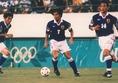 1996-1997|前園真聖|袖に不動明王をイメージした「炎」が施されたモデル。日本が初めてワールドカップ出場を決めたアジア最終予選で着用された。アトランタオリンピックでは優勝候補のブラジル代表を下す「マイアミの奇跡」を成し遂げた。(C)SOCCER DIGEST
