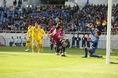 試合開始早々に高田がゴールを決めるもオフサイドの判定に。(C) SOCCER DIGEST