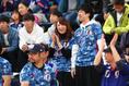 おそろいの新ユニフォーム|写真:茂木あきら(サッカーダイジェスト写真部)