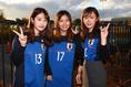 ももかさん(好きな選手:吉田麻也)「100試合おめでとうございます♡」/かなこさん(好きな選手:川島永嗣)「スーパーセーブ期待してます♡」/ゆいさん(好きな選手:香川真司)「いつも応援してます!頑張って下さい!」|写真:茂木あきら(サッカーダイジェスト写真部)