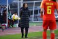 【なでしこPHOTO】中国 0-3 日本|日本を率いる高倉麻子監督|写真:茂木あきら(サッカーダイジェスト写真部)