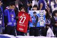 浦和サポーター&川崎サポーター|写真:茂木あきら(サッカーダイジェスト写真部)