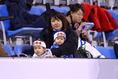 マリノスサポーター。日本ハチマキで気合バッチリ!|写真:茂木あきら(サッカーダイジェスト写真部)