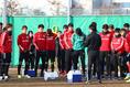 練習前のミーティング|写真:茂木あきら(サッカーダイジェスト写真部)