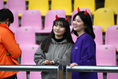 韓国サポーター。多くの女性たちがこの赤い角をつけて応援していました!|写真:茂木あきら(サッカーダイジェスト写真部)