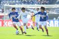 【NEXT GENERATION MATCH PHOTO】横浜Mユース守備網を突破する藤田(24番)。写真:徳原隆元