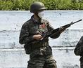 マスクをして銃を持つソン・フンミン。訓練の過酷さを物語る一枚だ。 (C) Getty Images
