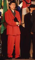 1993年/V川崎の三浦知良がJリーグ初代MVPに輝く。真っ赤なタキシード姿が印象的|写真:サッカーダイジェスト