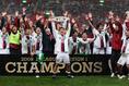 鹿島アントラーズ2009年シーズン成績、リーグ戦1位(勝ち点66/20勝6分8敗)|写真:サッカーダイジェスト