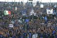青黒に染まった熱いサポーターたち|写真:サッカーダイジェスト