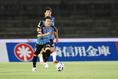 【PHOTO】前線にボールを運ぶ|写真:山崎賢人(サッカーダイジェスト写真部)