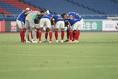 【PHOTO】円陣を組む横浜の選手たち|写真:山崎賢人(サッカーダイジェスト写真部)