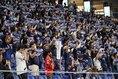 【J1第16節PHOTO】G大阪0-1湘南|サポーターが総立ちでマフラーを掲げ、選手を出迎えた。写真:田中研治