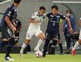 【J1第16節PHOTO】G大阪0-1湘南|ドリブルで突破する齊藤。写真:田中研治