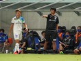 【J1第16節PHOTO】G大阪0-1湘南|指示を出す浮嶋監督。写真:田中研治