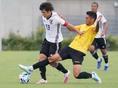 【U-19日本代表合宿】斉藤光毅(左)。写真:田中研治