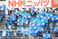 【J1第23節PHOTO】横浜FC1-0FC東京|選手を後押しする横浜FCサポーター|写真:金子拓弥(サッカーダイジェスト写真部)