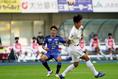 【PHOTO】シュートを放つ三平|写真:山崎賢人(サッカーダイジェスト写真部)